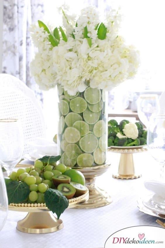 Tischdeko mit Zitronen - DIY Blumenschmuck Gartenparty