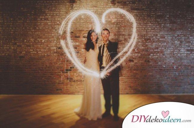 Wunderkerzen zur Hochzeit - romantische Hochzeitsfotos