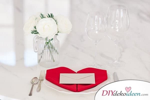 20 + DIY Bastelideen zur Hochzeit - Servietten falten Herz