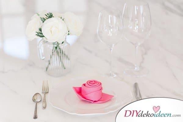 20 + DIY Bastelideen zur Hochzeit - Servietten falten Rose
