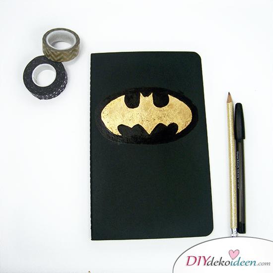 DIY Schulsachen selber basteln - Notizbuch mit Batman-Logo