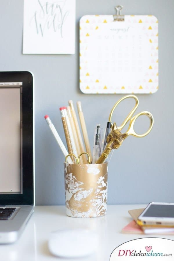 DIY Schulsachen selber basteln - Stiftehalter mit goldenem Marmormuster