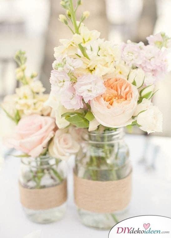 Hochzeitsdeko mit Einmachgläsern - DIY Vasen