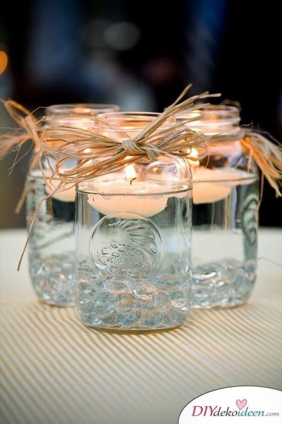Hochzeitsdeko mit Einmachgläsern - schwimmende Kerzen