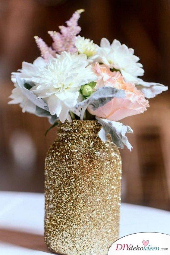 Hochzeitsdeko mit Einmachgläsern - Blumenschmuck ideen