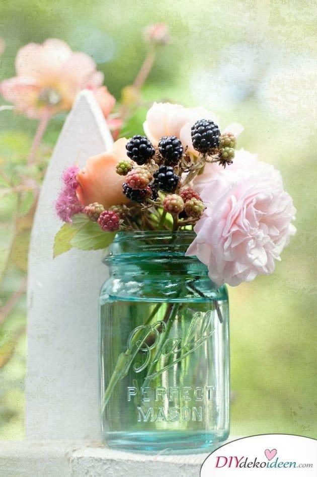 Obst Deko zur Hochzeit – Blumenschmuck mit Beeren