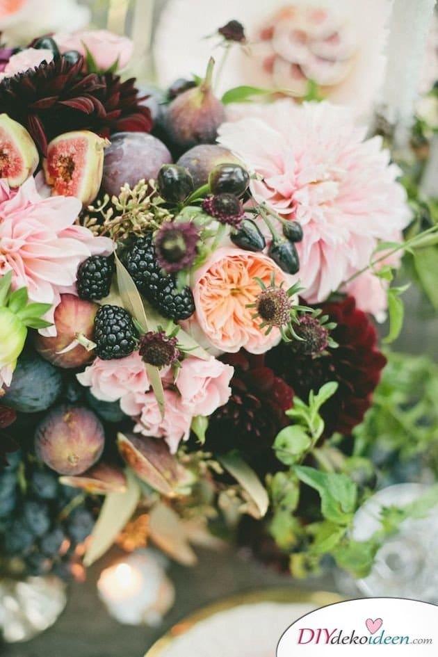 Obst Deko zur Hochzeit – Blumengesteck mit Beeren