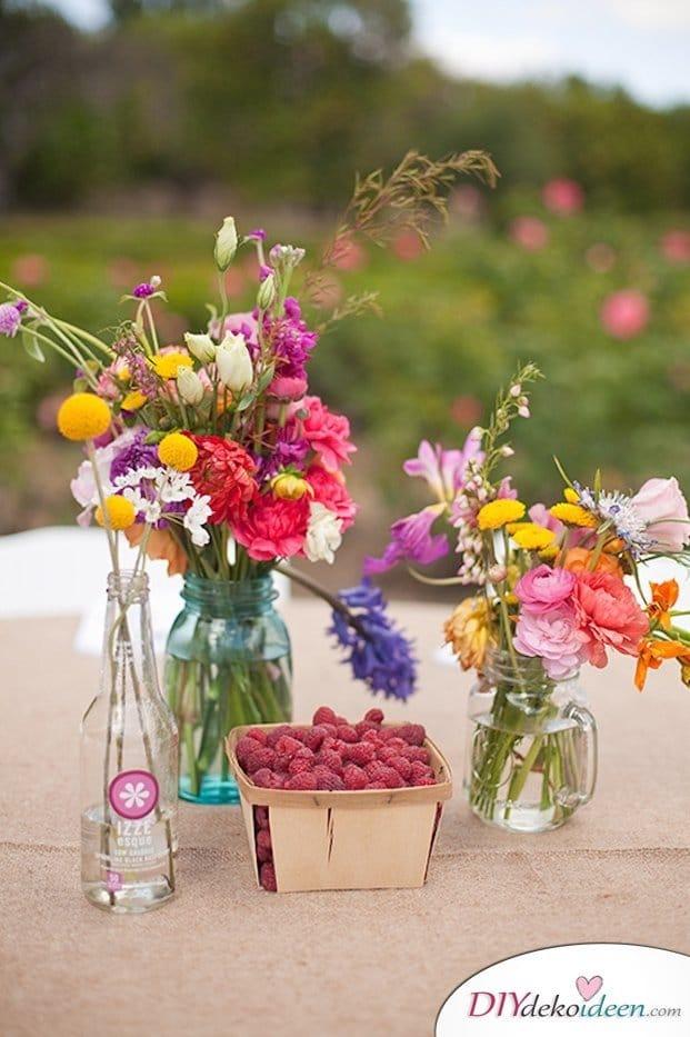 Obst Deko zur Hochzeit – Blumenschmuck mit Wildblumen und Früchten