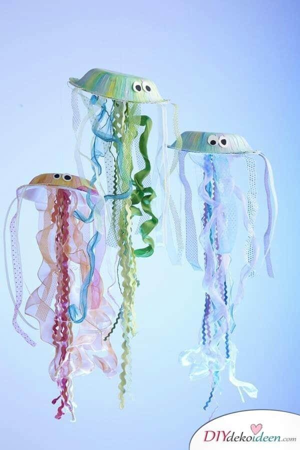 30 Sommerparty Deko Ideen - DIY Deko Papptellerquallen