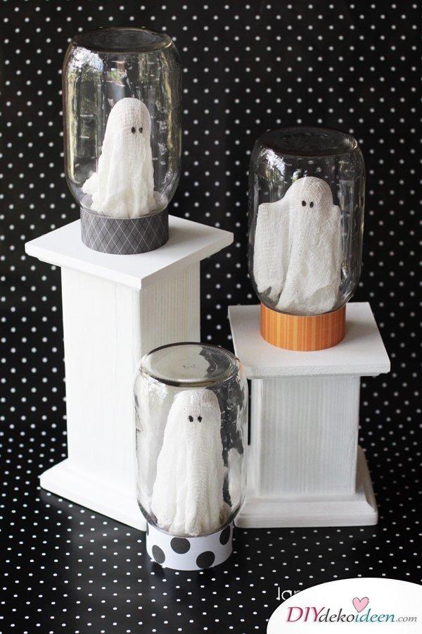 15 Halloween Bastelideen + Anleitungen - Geister in Gläsern Bastelidee