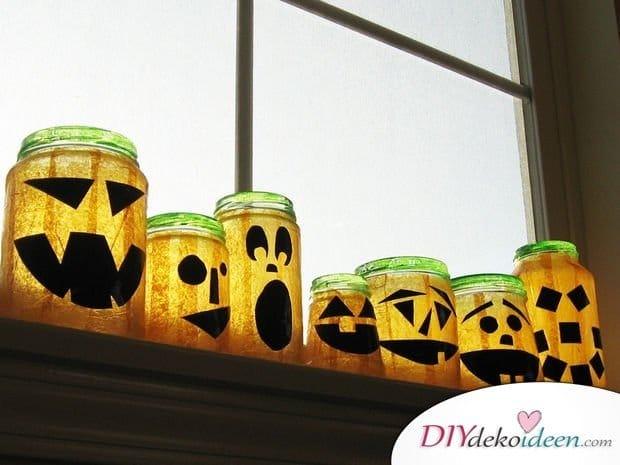Gruselige Halloween Einmachgläser basteln - DIY Bastelideen Kürbislaterne