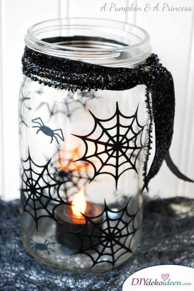 Gruselige Halloween Einmachgläser basteln - DIY Bastelideen Partydeko