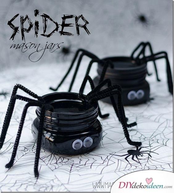 Einfache DIY Bastelideen - Halloween Einmachgläser basteln - Spinnendeko