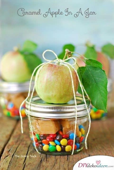 Einfache DIY Bastelideen - Halloween Einmachgläser basteln - Halloweendeko Bastelideen