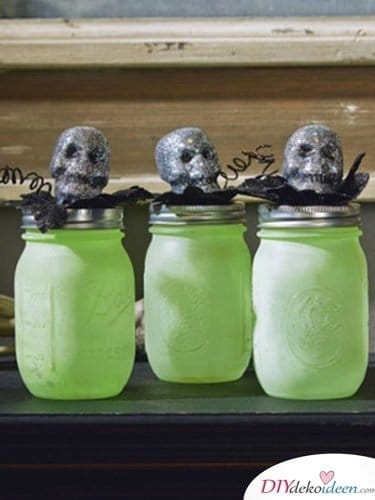 Einfache DIY Bastelideen - Halloween Einmachgläser basteln - Halloweendekoideen