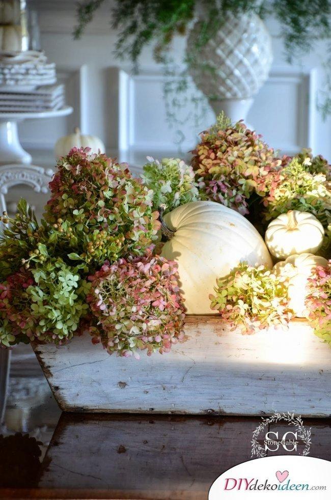 15 Herbst Tischdeko Ideen - Kürbisdeko Hortensien