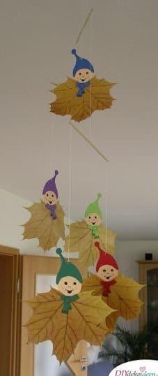 Herbstdeko basteln mit Blättern - Blattwichtel basteln