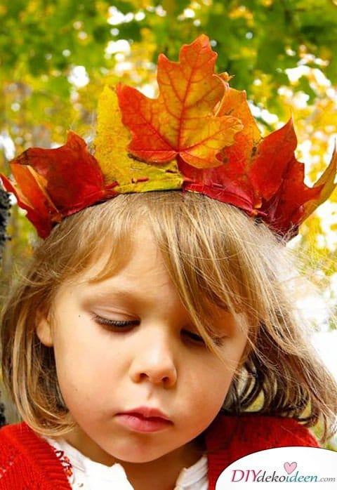 Herbstdeko basteln mit Blättern - Blätterkrone
