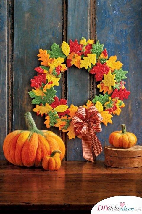 Herbstkränze selber machen - 15 DIY Bastelideen - basteln mit Filz