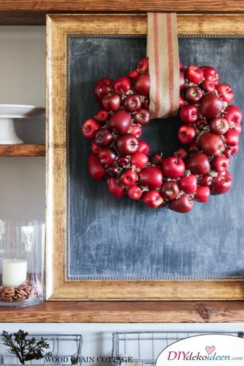 Herbstkränze selber machen - 15 DIY Bastelideen - Türkranz Äpfel