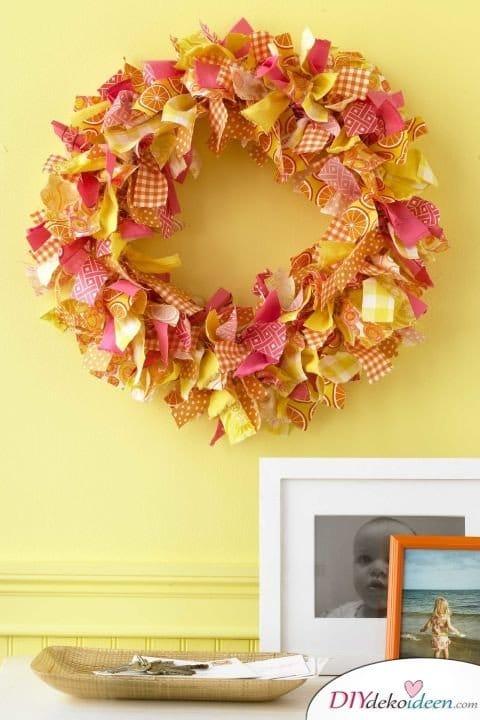 Herbstkränze selber machen - 15 DIY Bastelideen - basteln mit Stoff