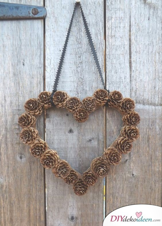 Making Christmas decorations with pine cones - DIY craft ideas - Pine cones making heart door wreath