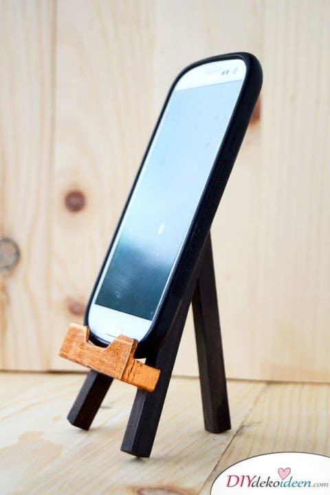 Bastelideen für DIY Weihnachtsgeschenke - Weihnachten Geschenke basteln - DIY Smartphone Ständer