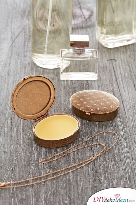 Die schönsten Ideen für günstige DIY Weihnachtsgeschenke -DIY Parfümdöschen