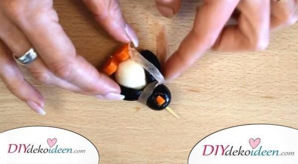 eure g ste werden vom pinguin fingerfood aus mozzarella. Black Bedroom Furniture Sets. Home Design Ideas