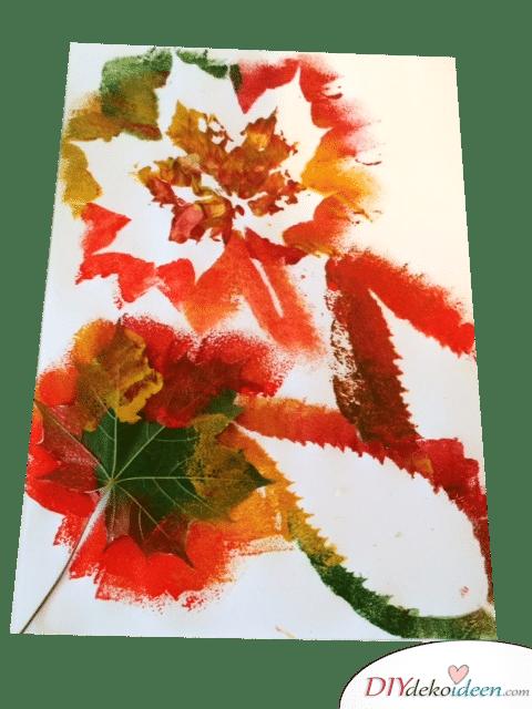 Herbstbasteln für Kinder - Leichte DIY Bastelideen - basteln mit Blättern