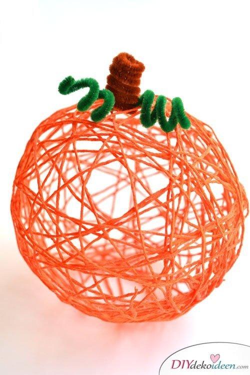 Herbstbasteln für Kinder - Leichte DIY Bastelideen - basteln mit Wolle