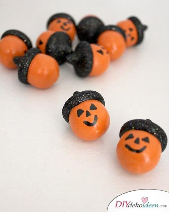 15+ DIY Ideen für Herbstdeko basteln mit Eicheln - Halloween Deko basteln