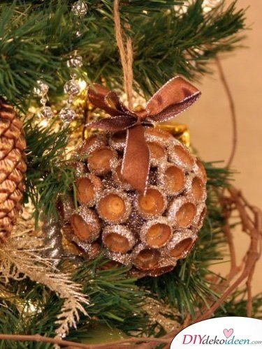 15+ DIY Ideen für Herbstdeko basteln mit Eicheln - Weihnachtskugeln basteln