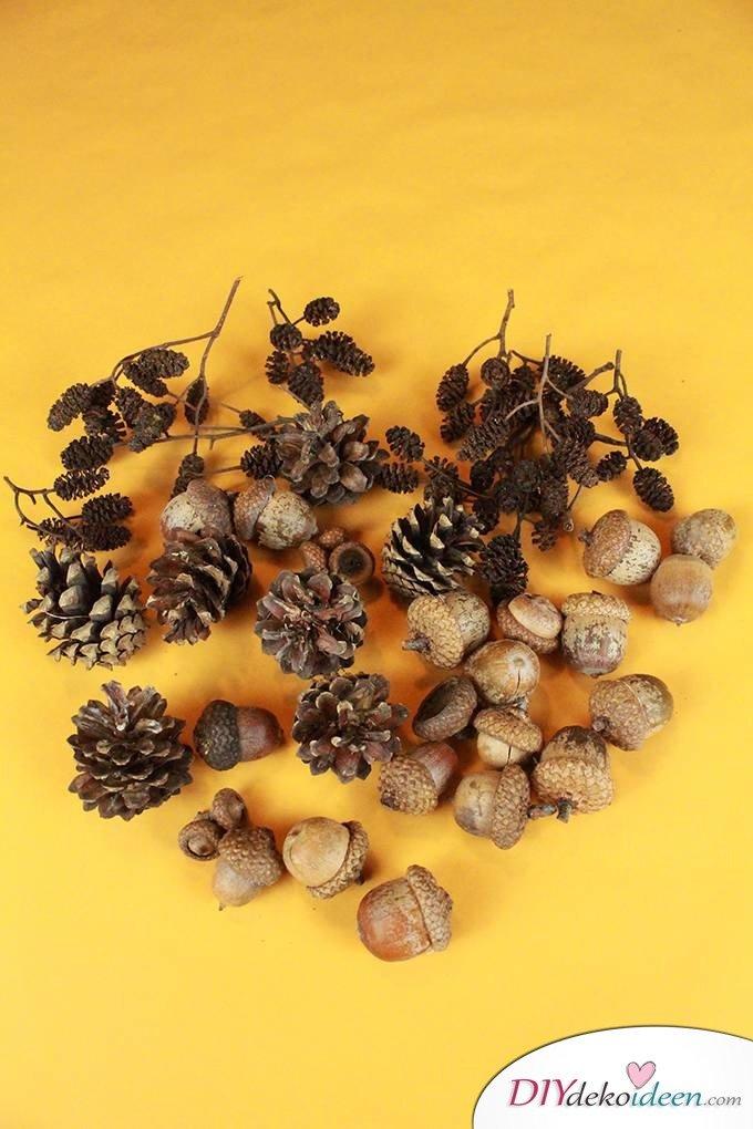 DIY Türdeko - Herbstkranz basteln aus Eicheln