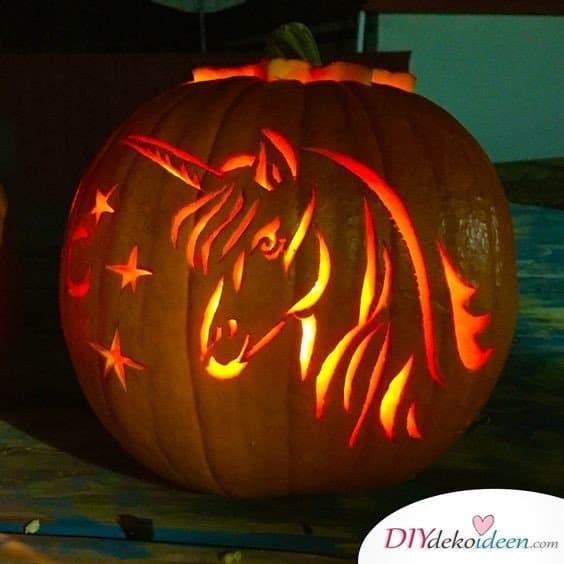 Kürbis schnitzen - Kürbislaternen schnitzen - Ideen zu Halloween - Einhorn