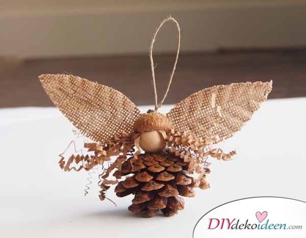 Basteln mit Tannenzapfen - 15 Ideen für Kinder - DIY Bastelidee für Kinder- Weihnachtsengel basteln