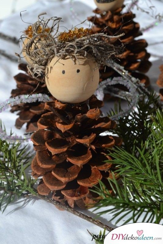 Basteln mit Tannenzapfen - 15 Ideen für Kinder - DIY Bastelidee Weihnachtsbasteln mit Kindern Tannenbaumschmuck Engel basteln