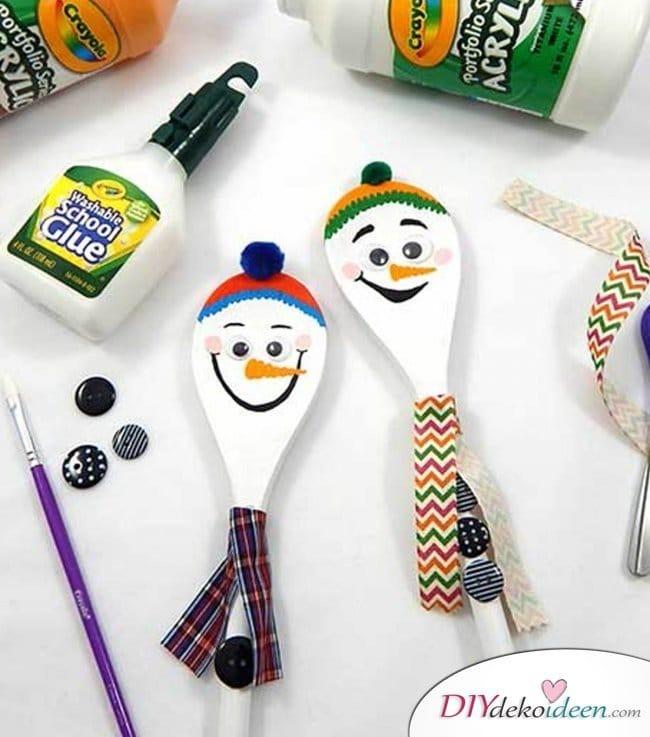 Weihnachtsbasteln mit Kindern - 15 DIY Bastelideen - Weihnachten basteln - Holzlöffel Schneemann basteln