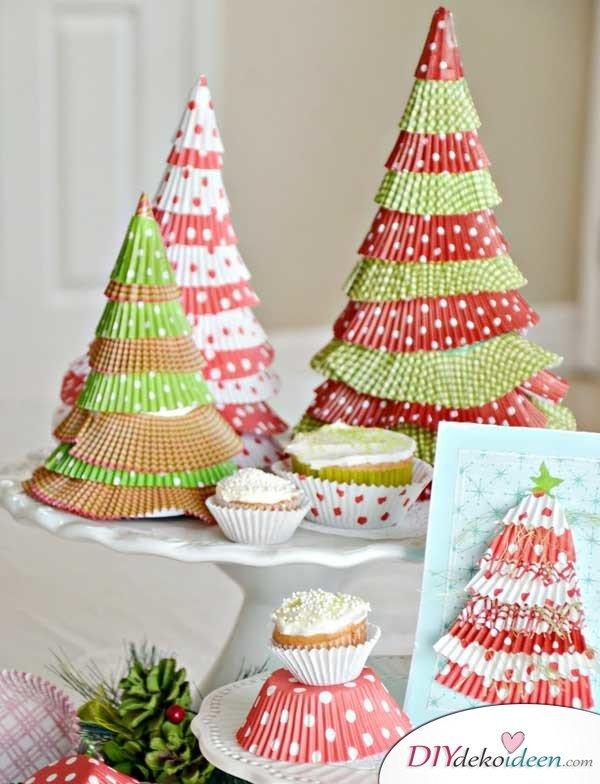 Weihnachtsbasteln mit Kindern - 15+ DIY Bastelideen - basteln mit Muffinförmchen - DIY Bastelideen - Weihnachtsdeko basteln