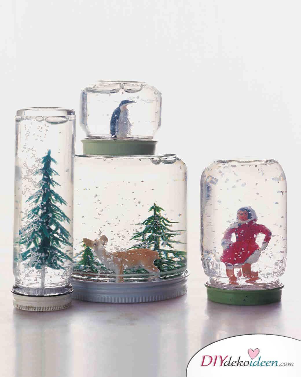 Weihnachtsbasteln mit Kindern - 15 Ideen - basteln mit Kindern - Schneekugeln basteln - Weihnachten
