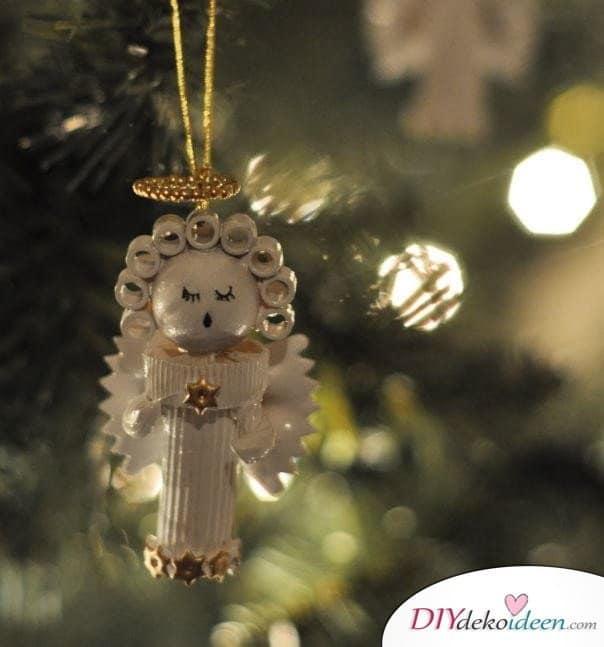 Weihnachtsbasteln mit Kindern - 15+ DIY Bastelideen - Weihnachten basteln - Nudelengel