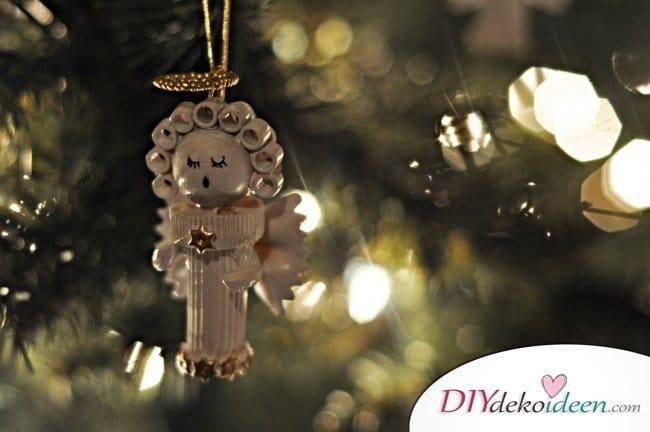 Weihnachtsbasteln mit Kindern - 15+ DIY Bastelideen - Weihnachten basteln - DIY Bastelidee Nudelengel