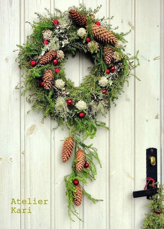 Weihnachtskranz basteln - 20 Ideen - Weihnachten 2017 - basteln für Weihnachten - DIY Dekoideen Weihnachten - Türkranz selber basteln - DIY Weihnachtsdeko - basteln mit Tannenzapfen