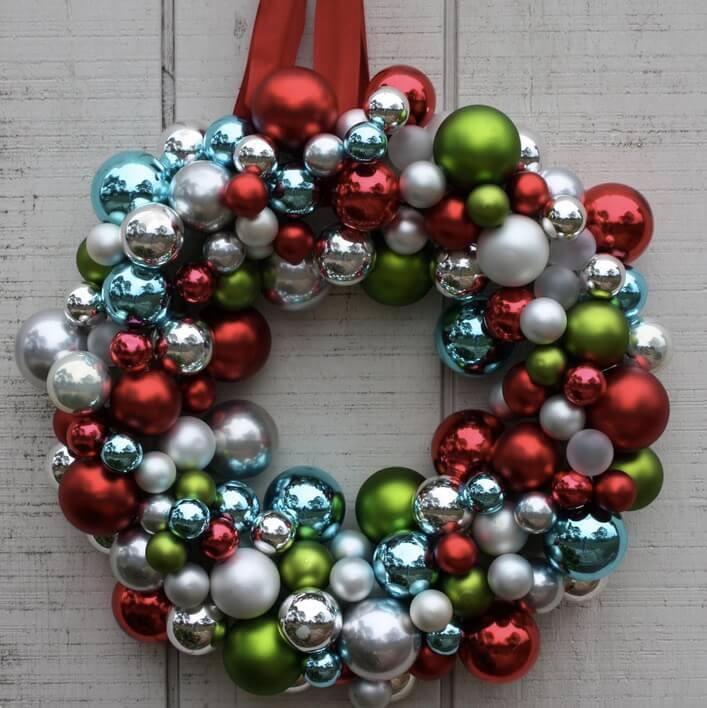 kreativ Weihnachtskranz basteln - 20+ Ideen zum selbermachen - Weihnachten 2017 - kreative Bastelideen - Türkranz aus Christbaumkugeln