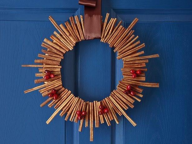 so k nnt ihr einen richtig kreativen weihnachtskranz basteln 20 ideen. Black Bedroom Furniture Sets. Home Design Ideas