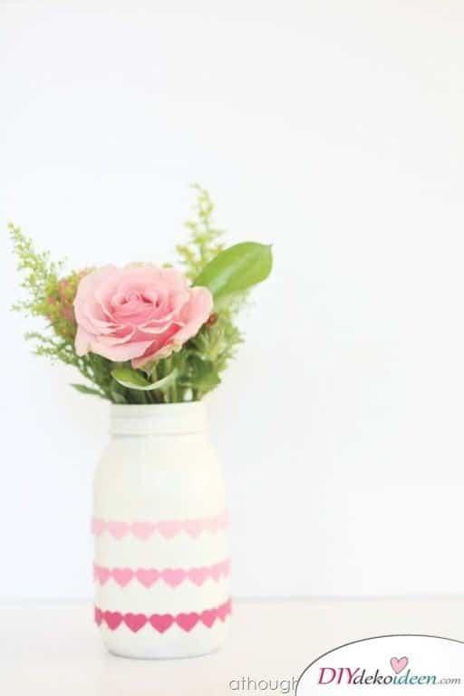 Romantische DIY Vasen, DIY Bastelideen zum Valentinstag, Valentinstag Deko Ideen, Deko Valentinstag, dekorieren, DIY Dekoideen, Deko basteln, romantische Deko, Geschenkidee Valentinstag