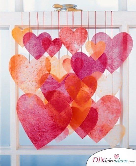 Herzgirlanden aus Filz, DIY Bastelideen zum Valentinstag, Valentinstag Deko Ideen, Deko Valentinstag, dekorieren, DIY Dekoideen, Deko basteln, romantische Deko, Geschenkidee Valentinstag