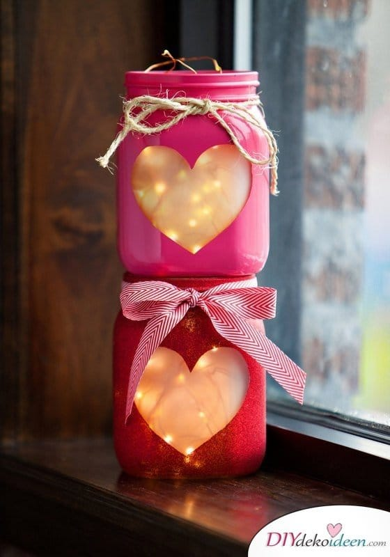 DIY Lichterdeko, Kerzen Deko, Valentinstag, Tischdeko, , Valentinstag Deko Ideen, Deko Valentinstag, dekorieren, DIY Dekoideen, Deko basteln, romantische Deko,
