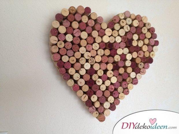 DIY Wanddeko, Korkenherz, mit Korken basteln, Valentinstag, Tischdeko, , Valentinstag Deko Ideen, Deko Valentinstag, dekorieren, DIY Dekoideen, Deko basteln, romantische Deko,