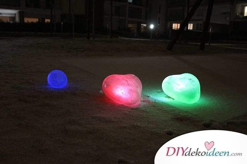 DIY Eiskugeln, DIY Bastelideen, DIY Projekte, Winter, Winter Bastelidee, Outdoor DIY, Garten DIY, basteln mit Luftballons, Luftballons, einfache DIY Idee, basteln mit Kindern, basteln mit Kleinkindern,